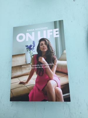 Maiden Magazine boekclub: 'On Life' van Anna Nooshin